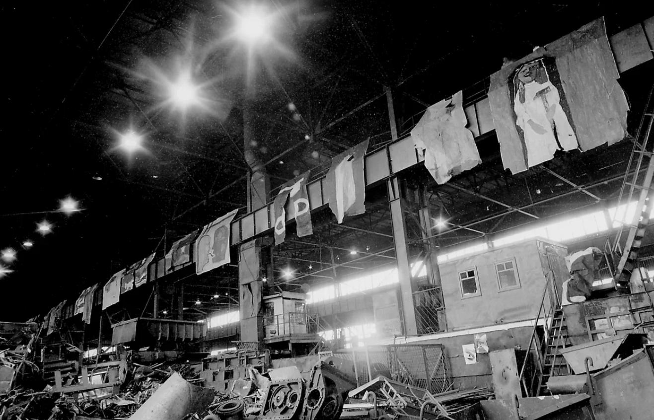 Инсталляция в рамках Еврокона. 1996. Екатеринбург. фото Сергей Крылов